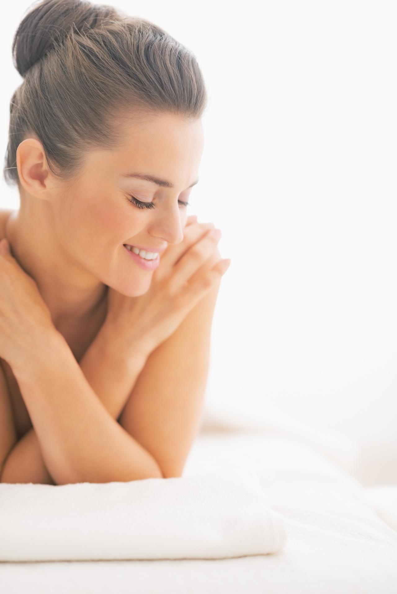 Jak dbać o suchą skórę? Genetyka, tryb życia i środowisko