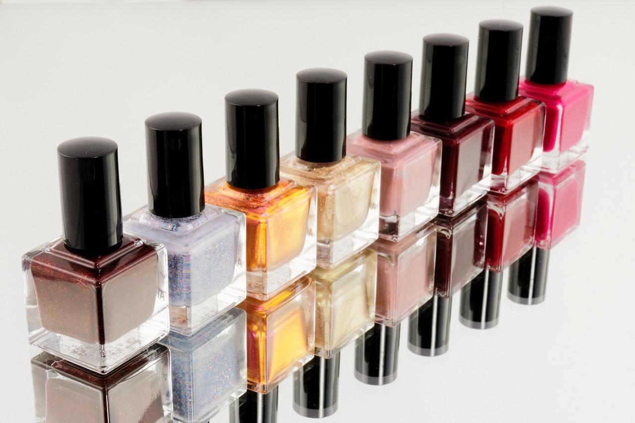 Manicure hybrydowy – piękne paznokcie na długo