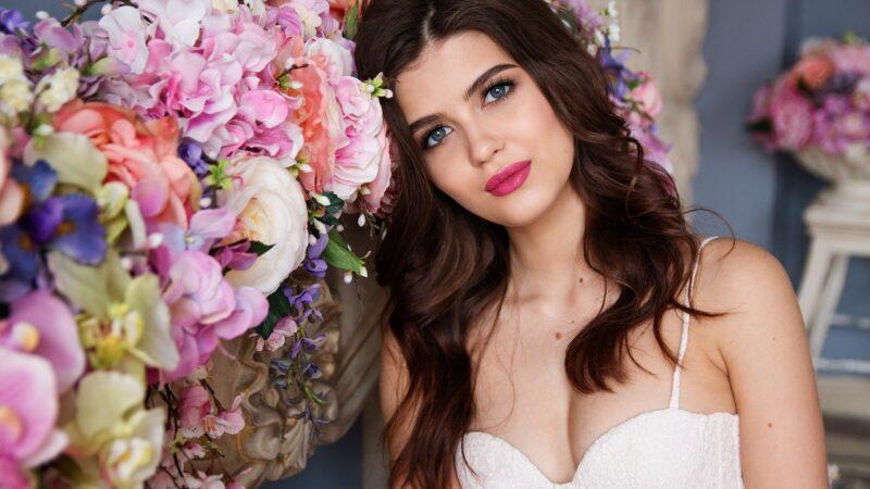 Baza pod makijaż to obowiązkowy kosmetyk dla kobiet pracujących