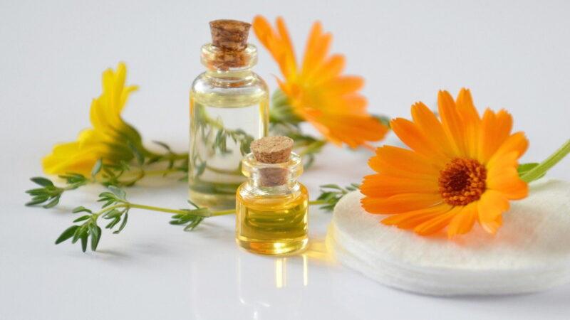 Domowe olejki do demakijażu, z czego można je zrobić oraz o innych preparatach słów kilka