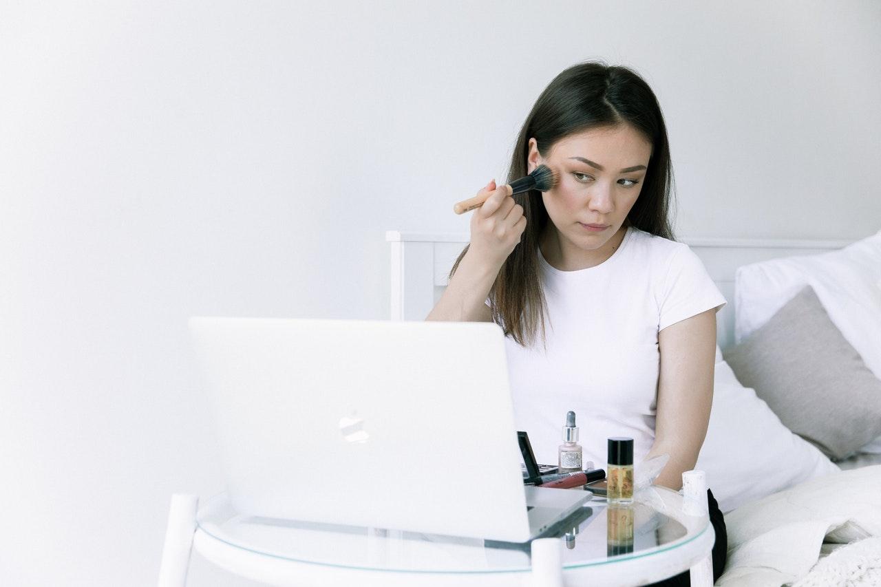 Nowy raport o urodzie w sieci – trendy kosmetyczne, influencerzy, hashtagi